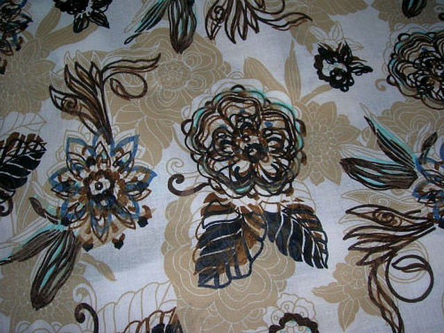 Coton blanc beige motif fleurs tamponnees 2
