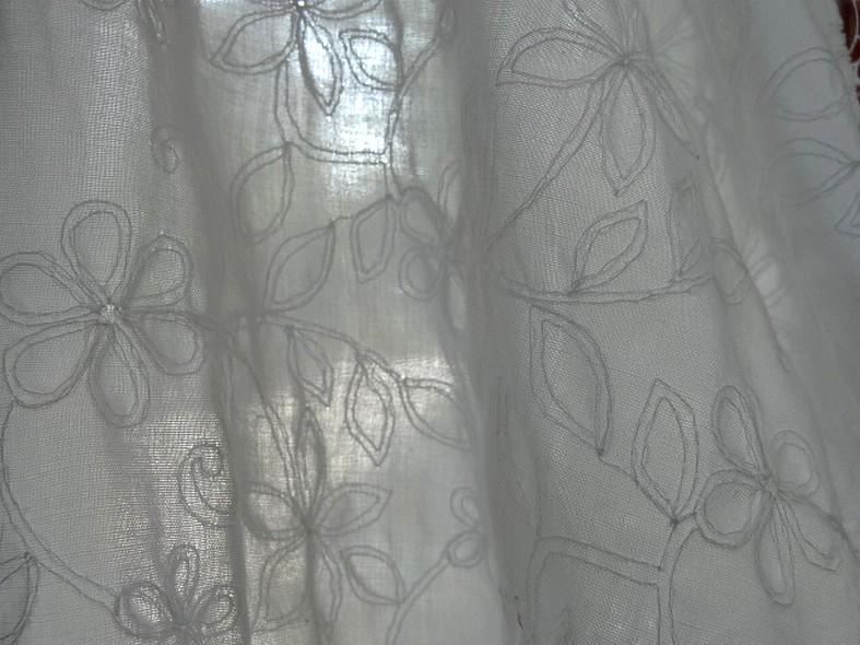 Coton blanc brode de coutures florales 4