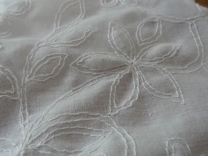 Coton blanc brode de coutures florales 5