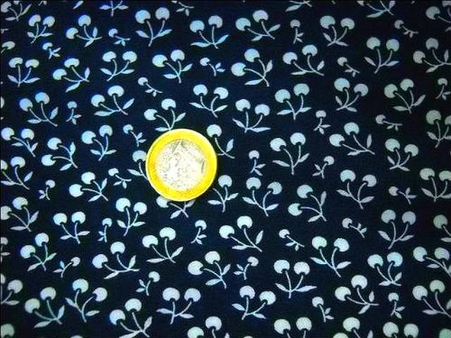 Coton bleu marine motif cerises 2
