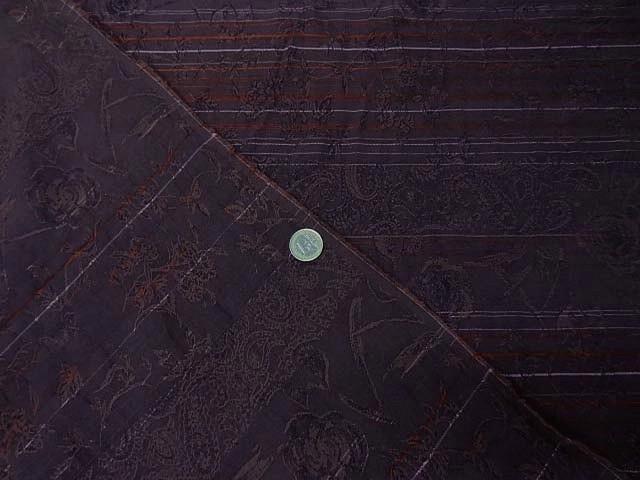 Coton damasse prune motif petites roses 1