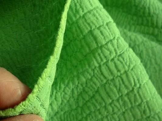 Coton polyester façonné croco vert prairie