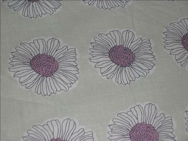 Coton fond beurre paquerettes coeur lilas 2