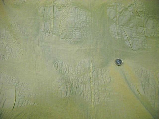 Coton jaune paille motif fleur gaufree 2