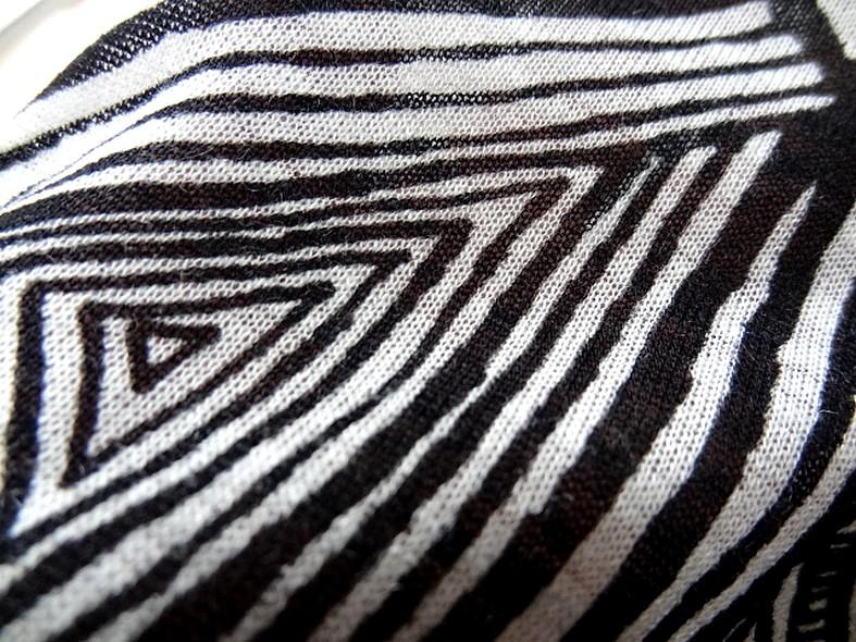 Coton jersey ethnique noir et blanc casse 4