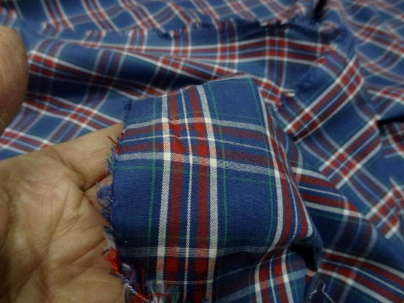 Coton leger fond bleu saphir a carreaux madras 2