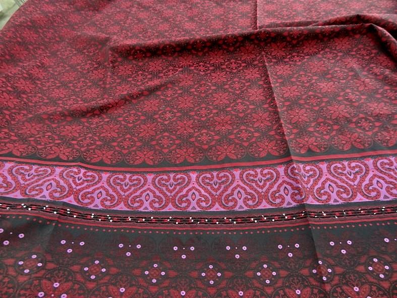 Coton motifs tisses noir fuchsia rouge a sequins 1