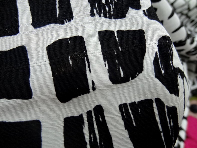 Coton polyester motif ecailles blanc noir 3