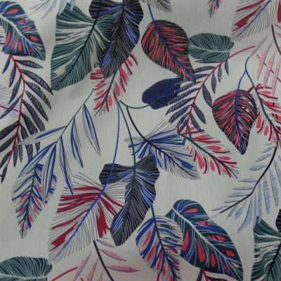 Coton popeline blanc casse imprime feuillages ton bleu noir et rouge06