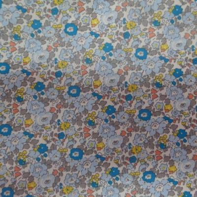 Coton popeline blanche imprime style liberty fleurs bleu gris et jaune