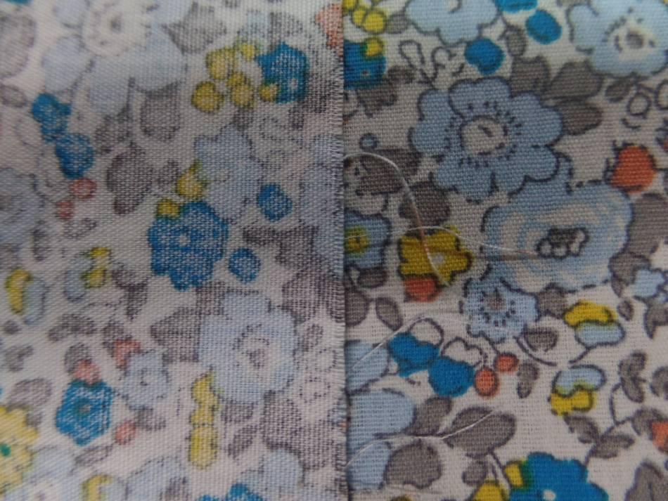 coton popeline blanche imprimé style liberty fleurs bleu ,gris et jaune