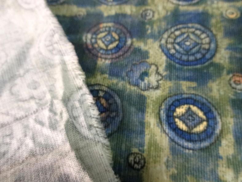 Coton velours cotele motif medaillons celtiques 1