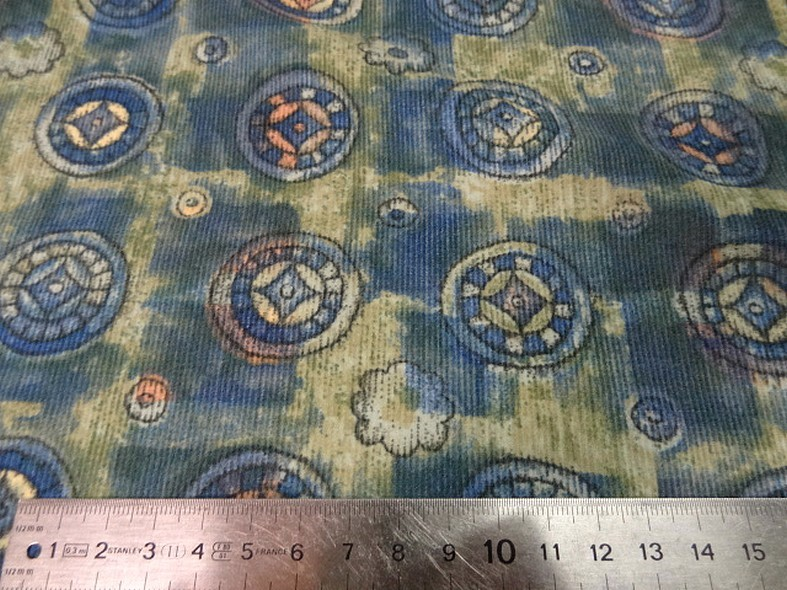 Coton velours cotele motif medaillons celtiques 4