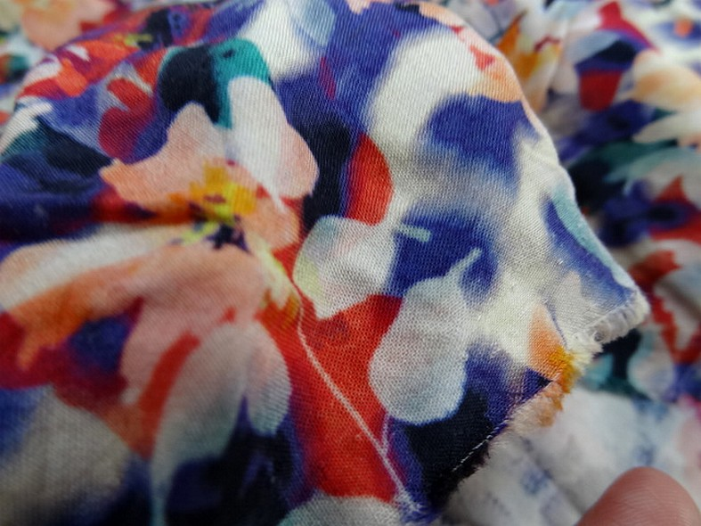 Coton viscose fleuri bleute