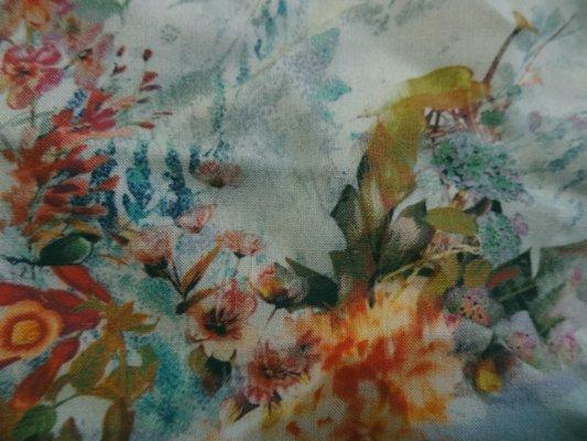 Coton viscose fleurs délicates 02