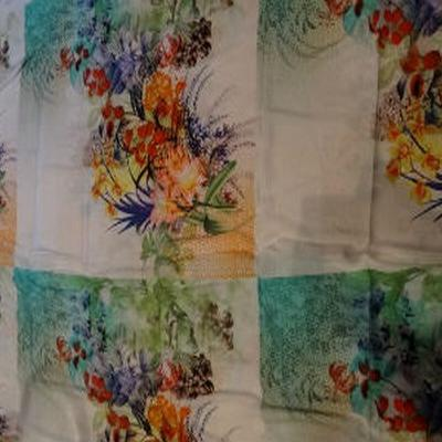 Coton viscose grand patchwork fleuri 01