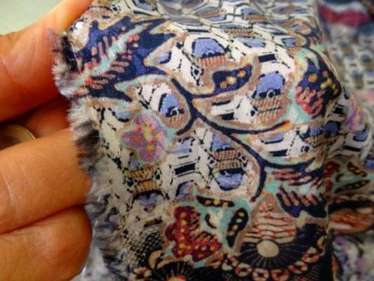 Coton viscose imprimé tons mauves bleuet 4