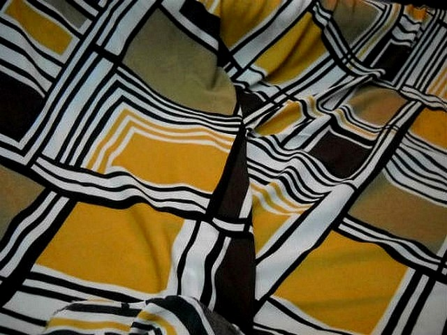 Coton viscose motifs carreaux vintage blanc noir ocre 2