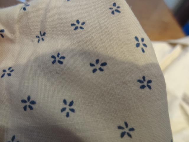 Cotonnade crème petites fleurs bleues 03
