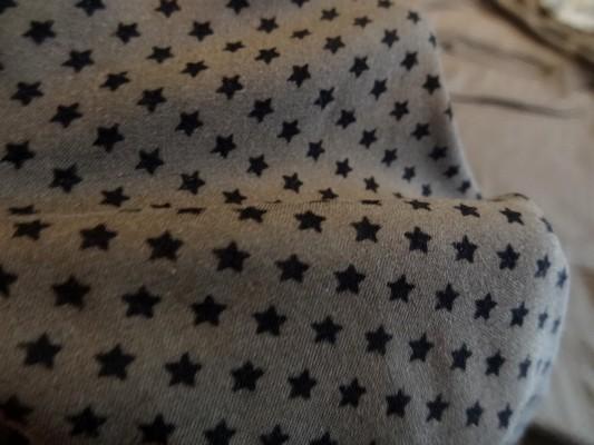 Coton viscose marron petites étoiles noires 03