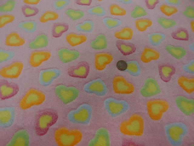 polaire doudou rose motifs coeurs