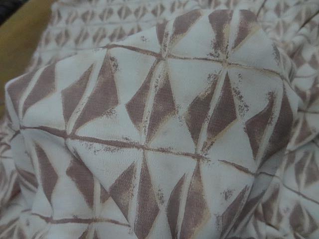 Crepe blanc motif silex ethnique 3