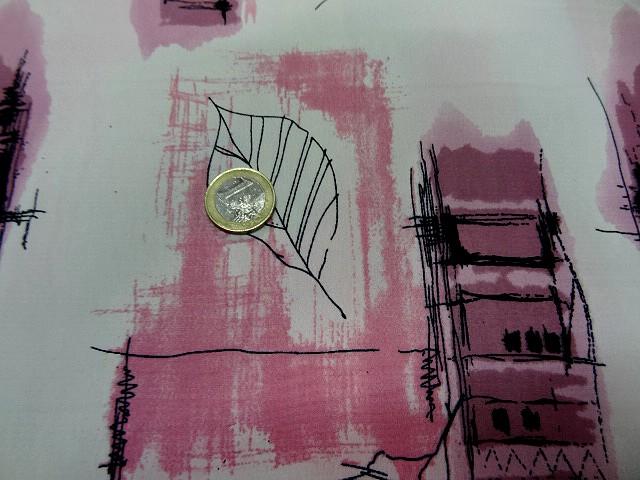 Crepe blanc motifs feuillage toitures rose 1