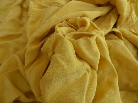Crêpe de soie ocre jaune 01