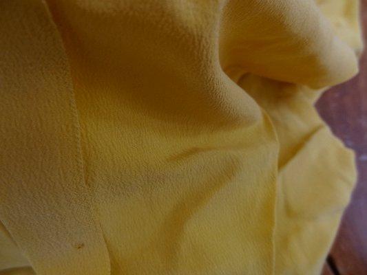 Crêpe de soie ocre jaune 02
