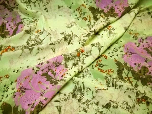 Crepe lycra pistache fleurs glycine 2