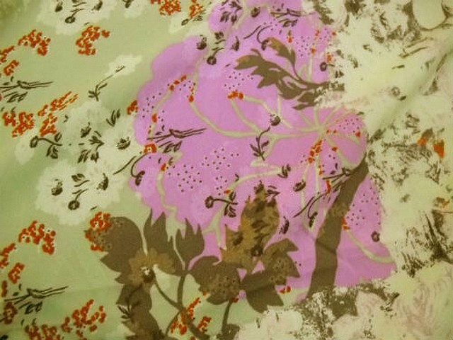 Crepe lycra pistache fleurs glycine 3
