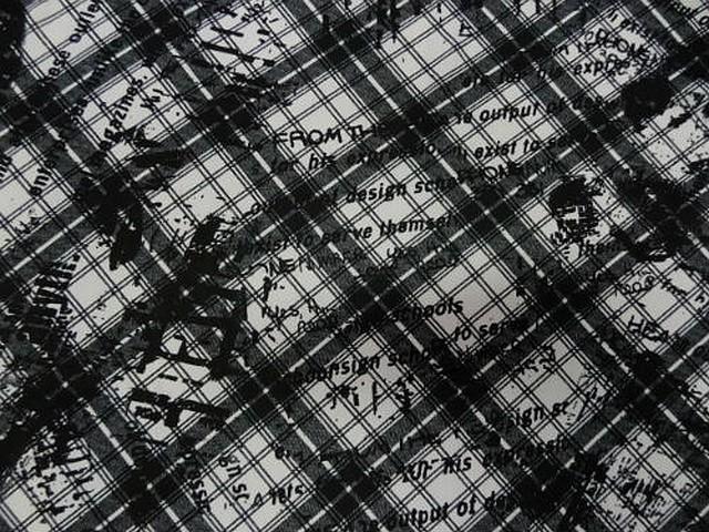 Crepe polyester carreaux tartan et graffiti noir blanc 1