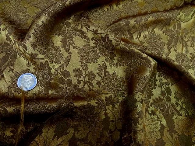 Crepe satin toffee motif classique vieil or