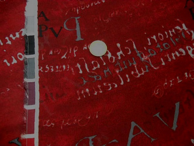 Crepe viscose ecritures fond rouge 2