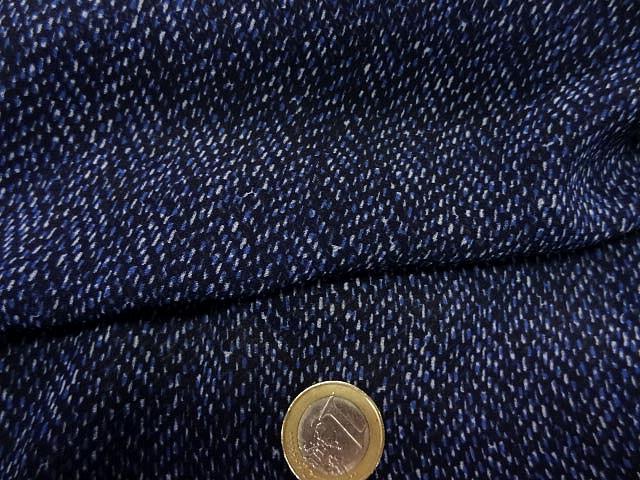 Crepe viscose fin fond bleu nuit motif petits traits 1