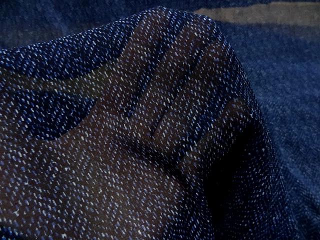 Crepe viscose fin fond bleu nuit motif petits traits 2