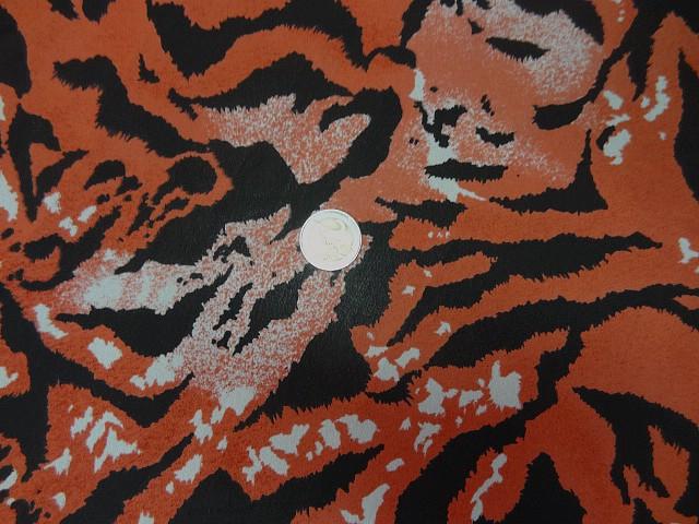 Crepe viscose motif tigre corail noir 3