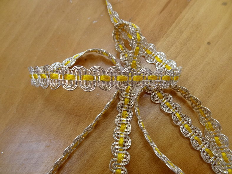Croquet ruban jaune et metal argent 1