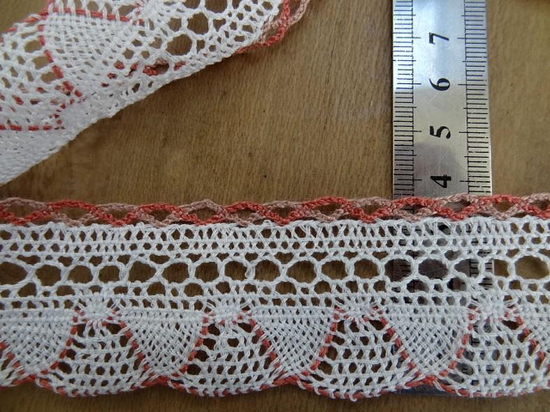 Dentelle crochetee fine blanche feston rose indien 2