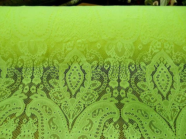 Dentelle jaune chartreuse motif classique 2