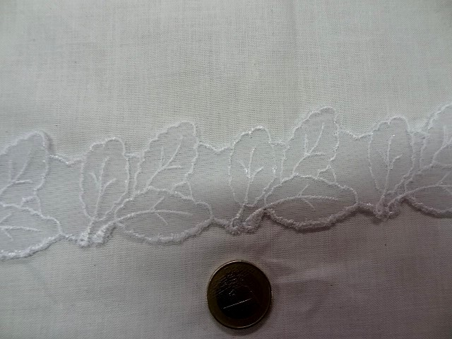 Dentelle mousseline brodee champetre blanche 1