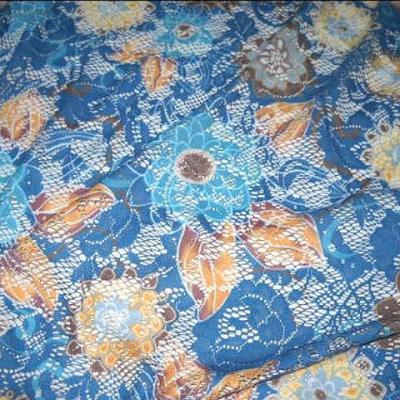 Dentelle resille bleu cobalt motif fleuri 3