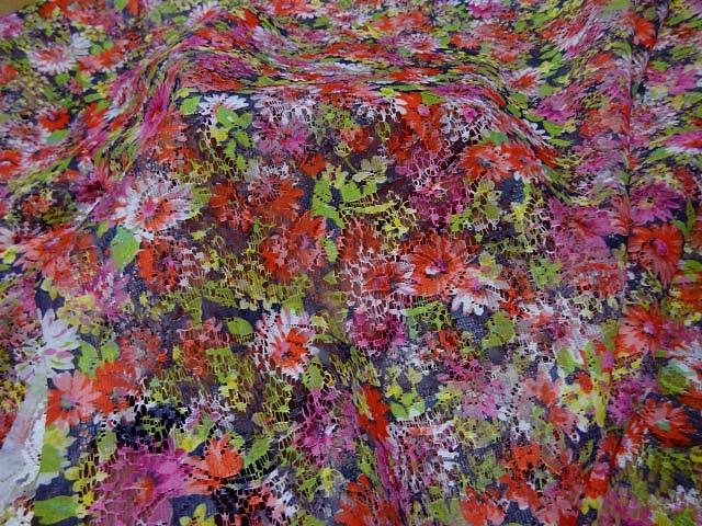 Dentelle seche motif bouquet 2