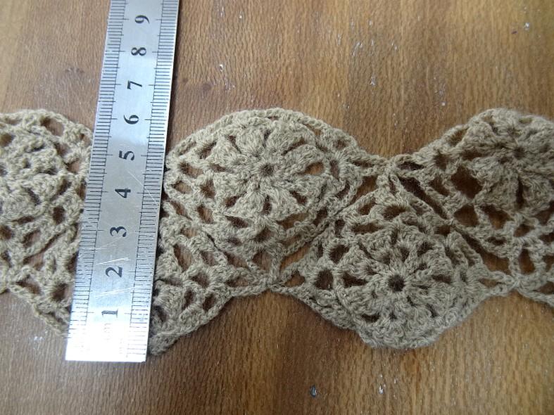Dentelle tricotee beige fleurs en lainage 2