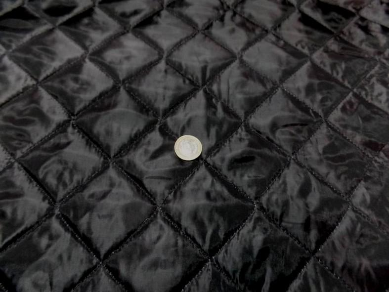 Doublure matelassee polyester noire couture carreaux 3