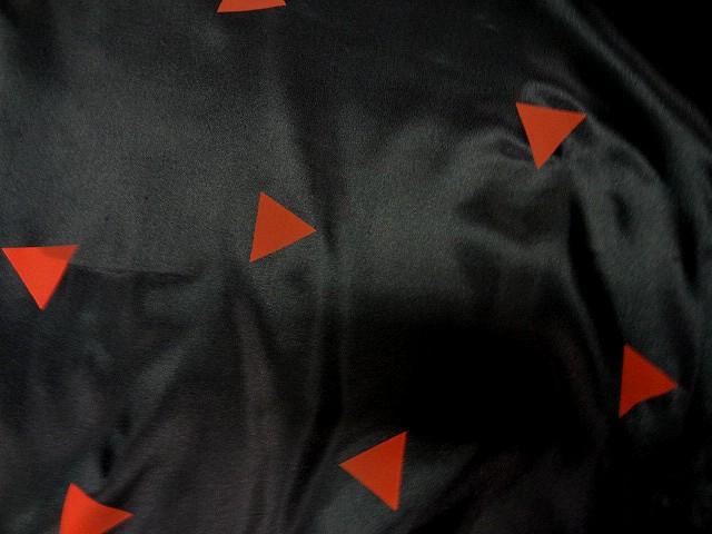 Doublure noire imprime triangle