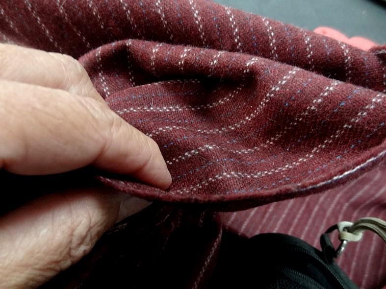 Drap de laine bordeaux fines rayures bleu ciel et blanc casse 4