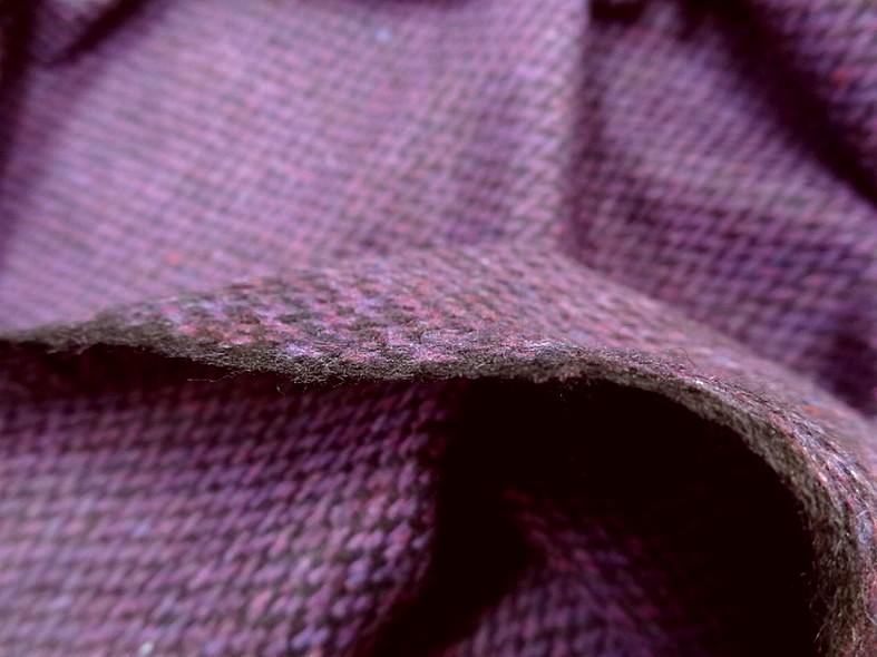 Drap de laine motif tisse prune chine et noir 4