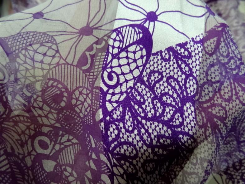 mousseline de soie semi-transparente fleurs vintage blanc et violet 02 01