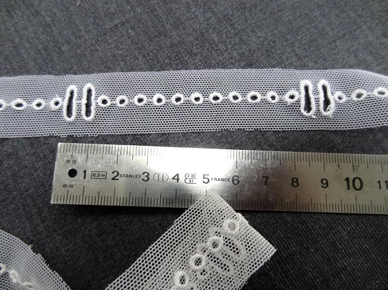 Entredeux en resille blanche extensible passe ruban 3